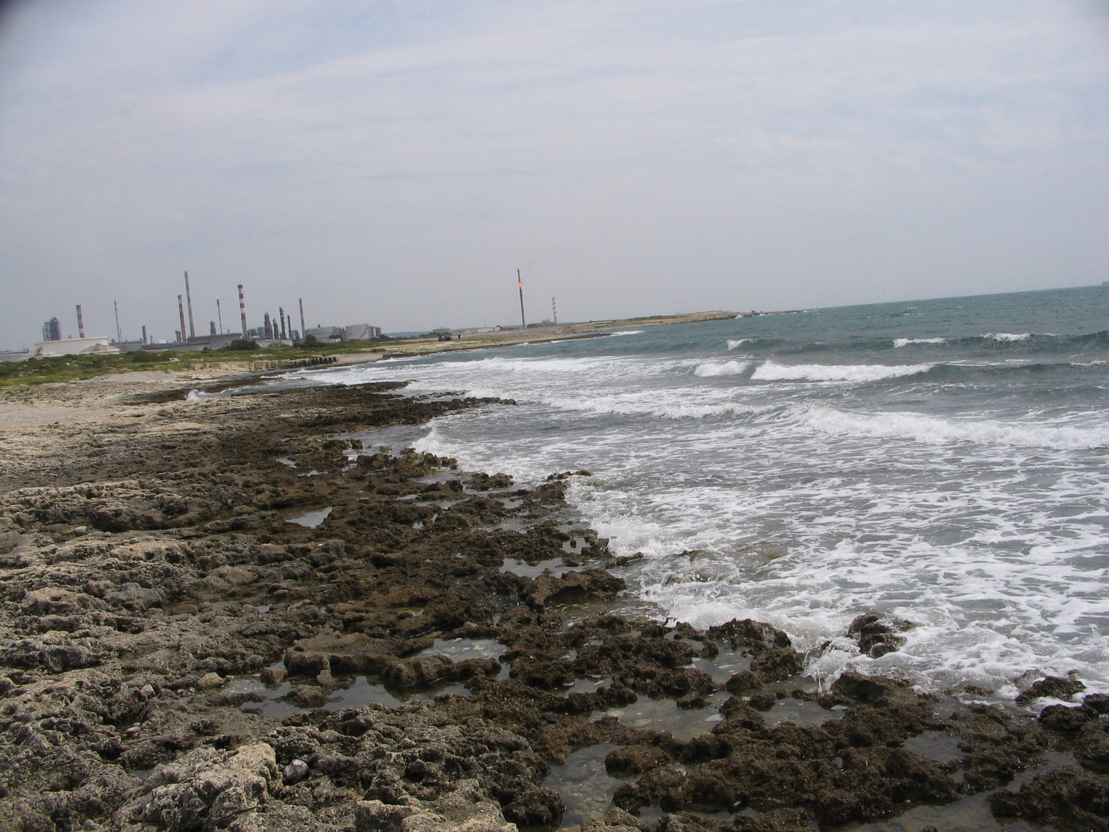 Côte rocheuse à Lavéra derrière le fort de Port-de-Bouc